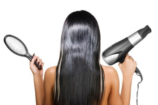 lisser les cheveux avec un seche cheveux