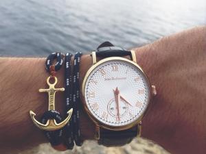 montre avec bracelet ancre